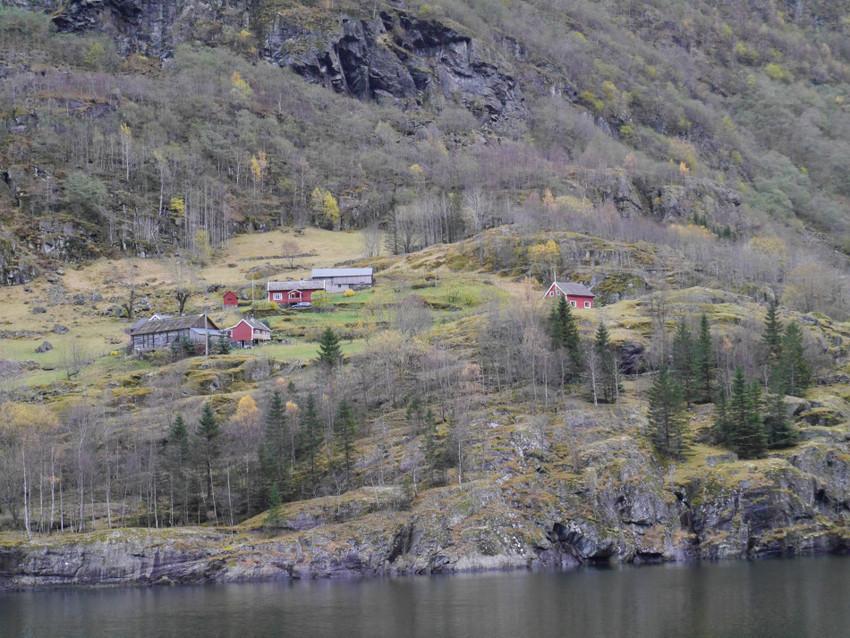 Небольшие поселки на фьордах