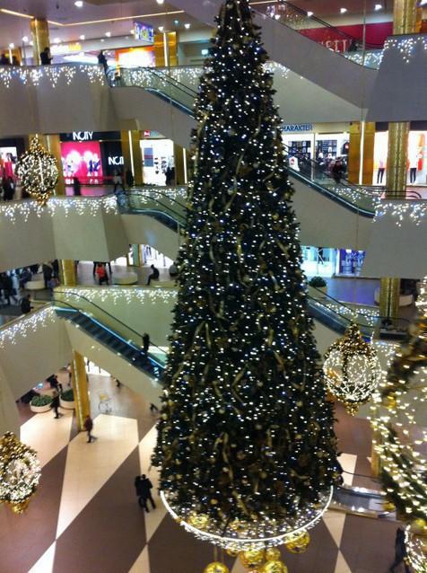 елка в торговом центре