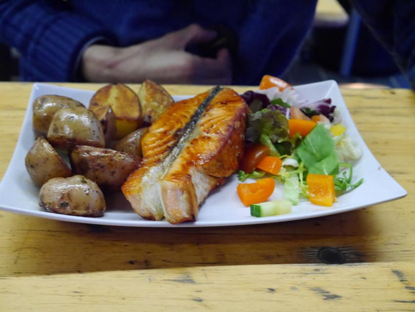 Еда на рыбном рынке