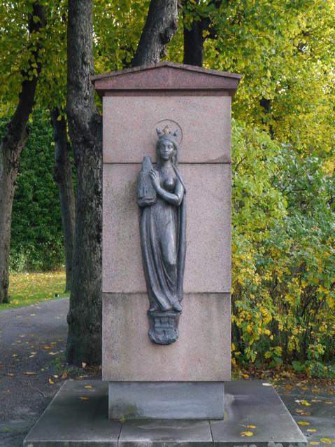 Памятник жене короля Хокона