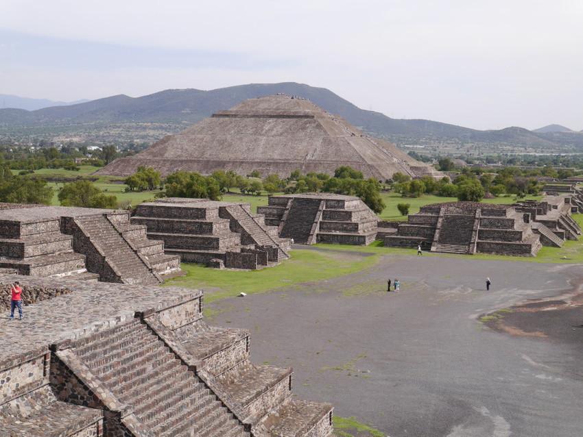 Квакающие пирамиды