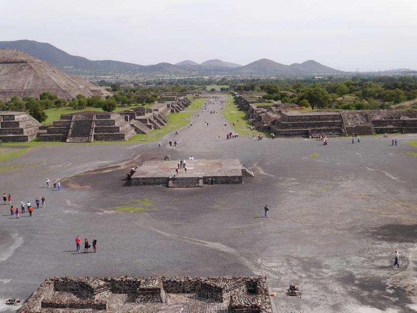 Вид на комплекс с пирамиды Луны