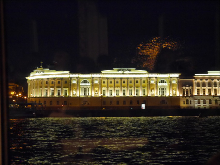 Ночной город с воды