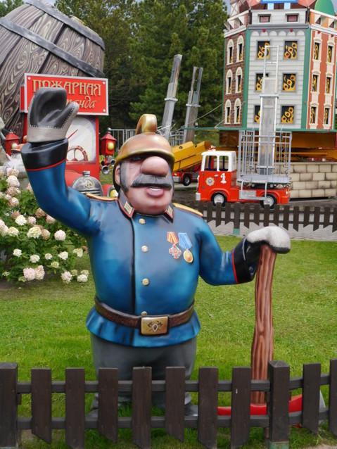 Добрый и веселый пожарный