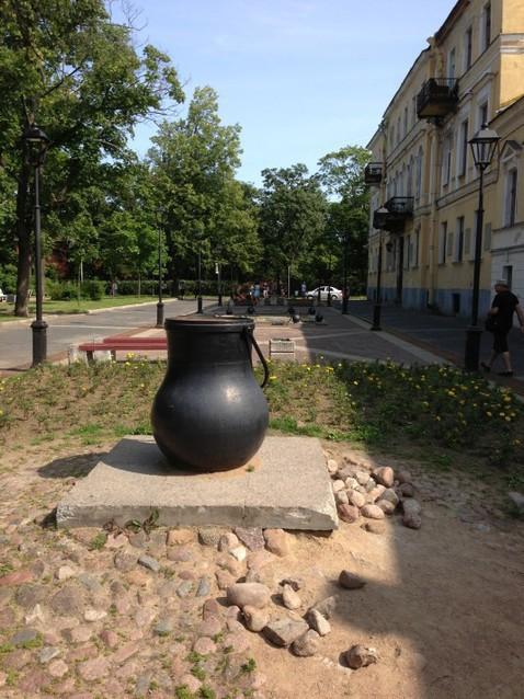 Памятник котлу