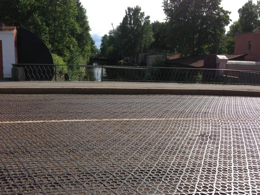Чугунная мостовая на Пеньковом мосту