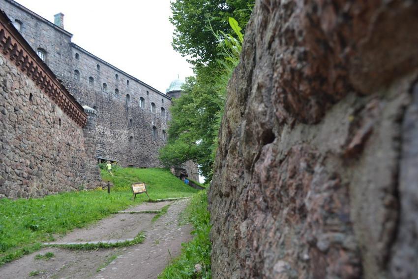 Стены Выборгского замка