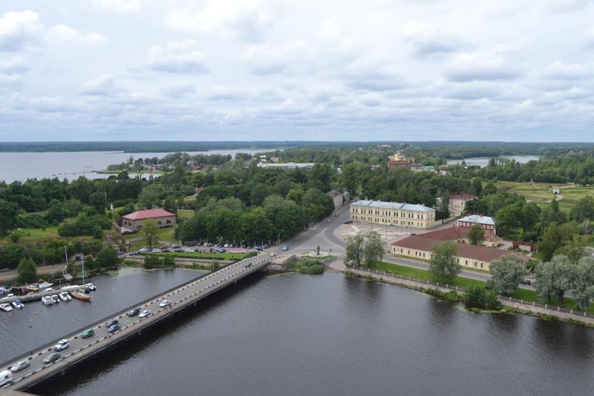 Панорама города с башни замка