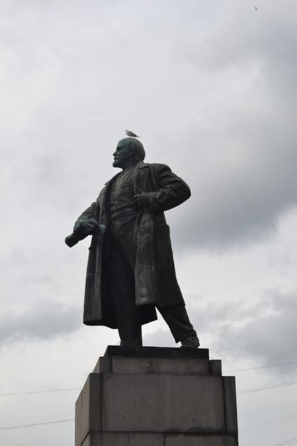 Памятник Ленину на площади
