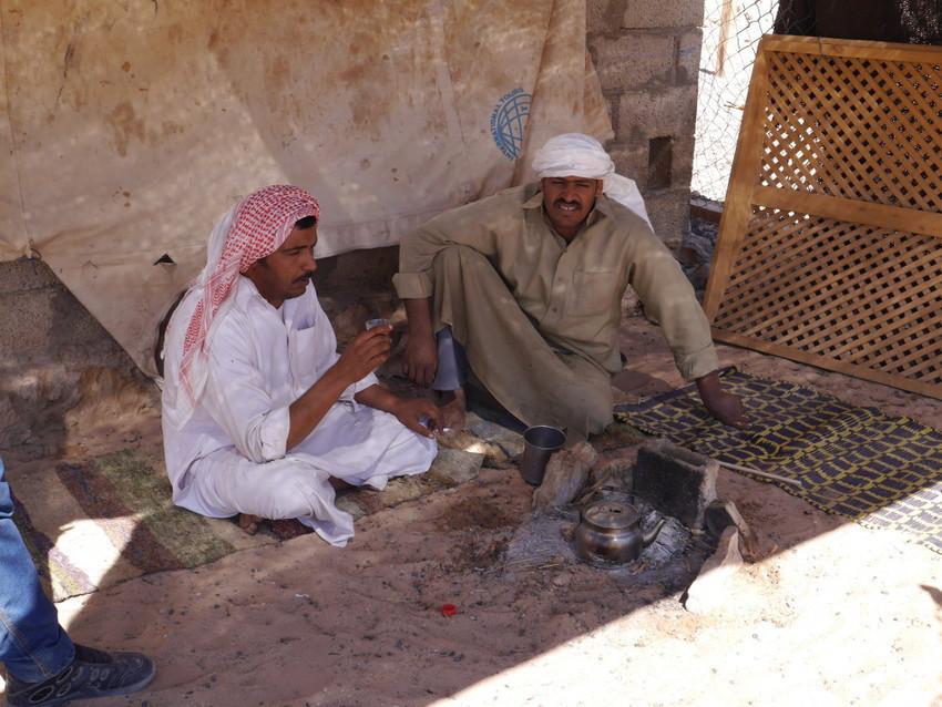 Бедуины пьют чай