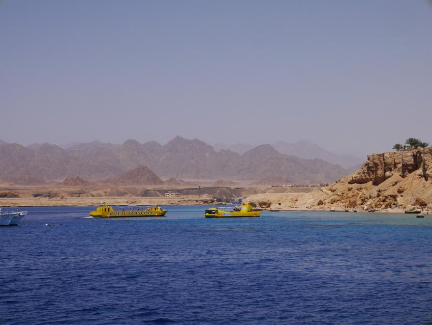 Батискафы в море