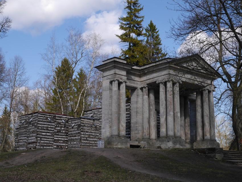 Березовый домик и павильон Маска