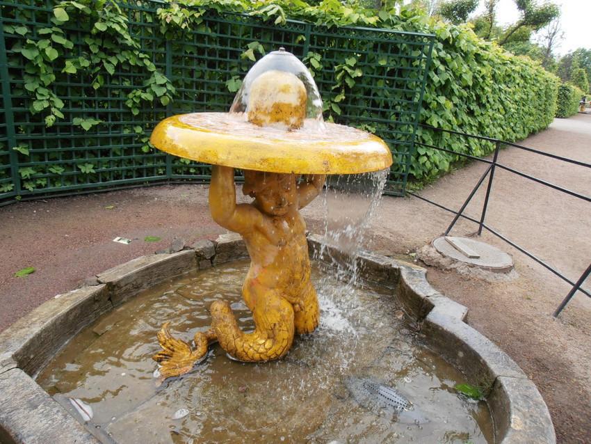 Клоша Тритон (небольшой фонтан)