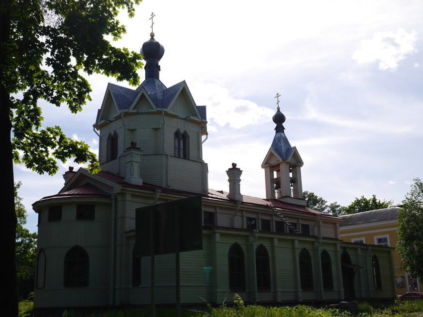 Деревянная церковь в Ломоносове