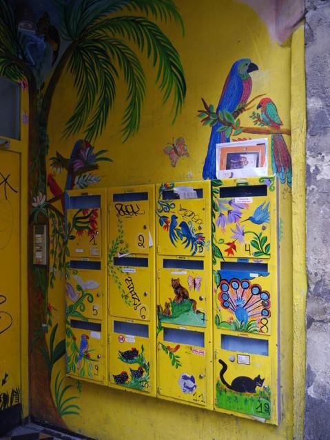 Брюссель. Веселые почтовые ящики.