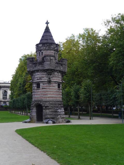 Башня в парке Пятидесятилетие.