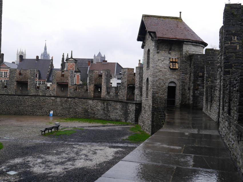 Замок. Внутренний двор.