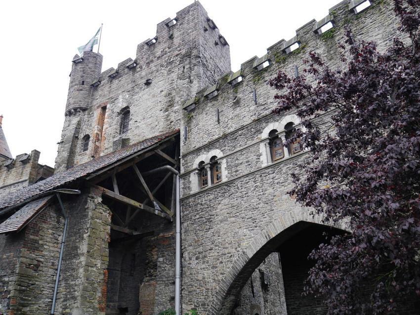Замок Гравенстеен. Стены замка