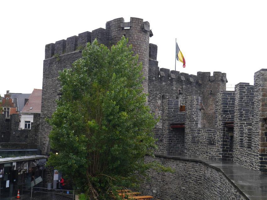 Замок Гравенстеен