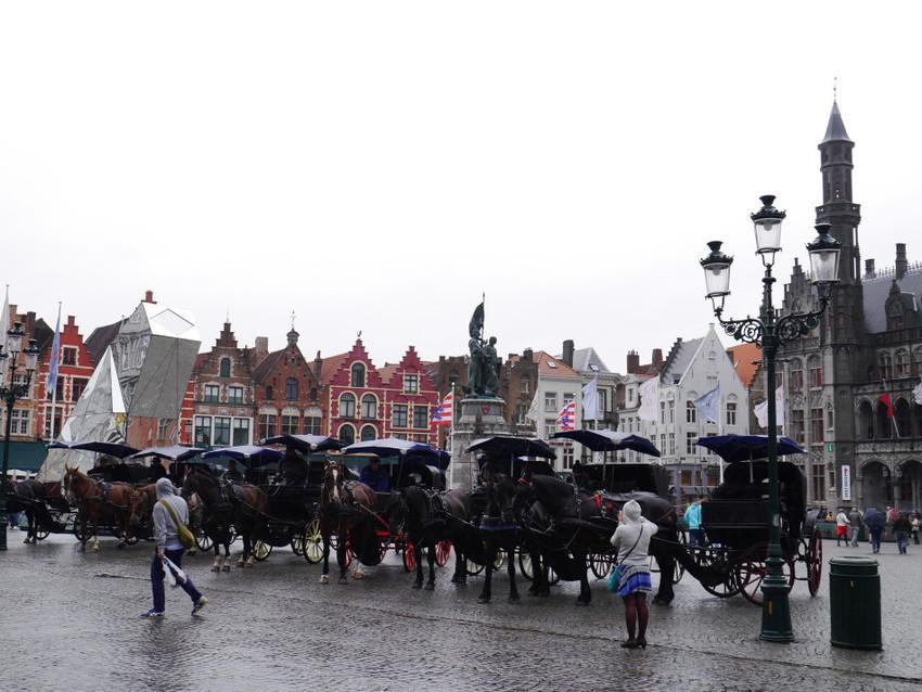 Площадь Бург и конные экипажи
