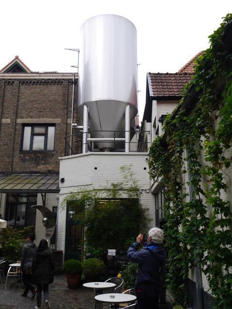 Во дворике музея пивоварни