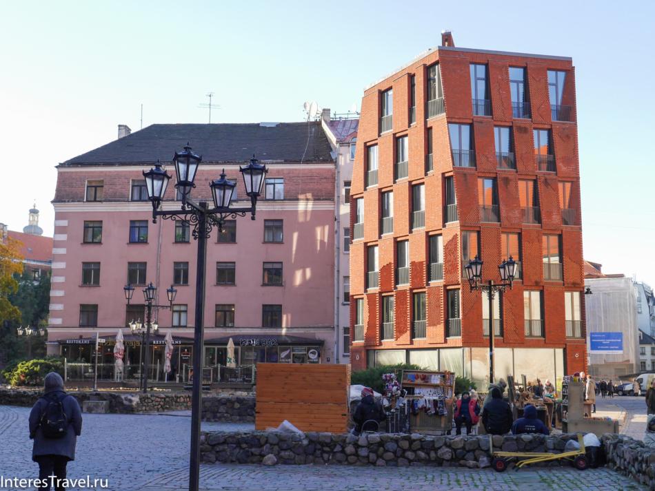 Площадь на которой стоит памятник бременским музыкантам
