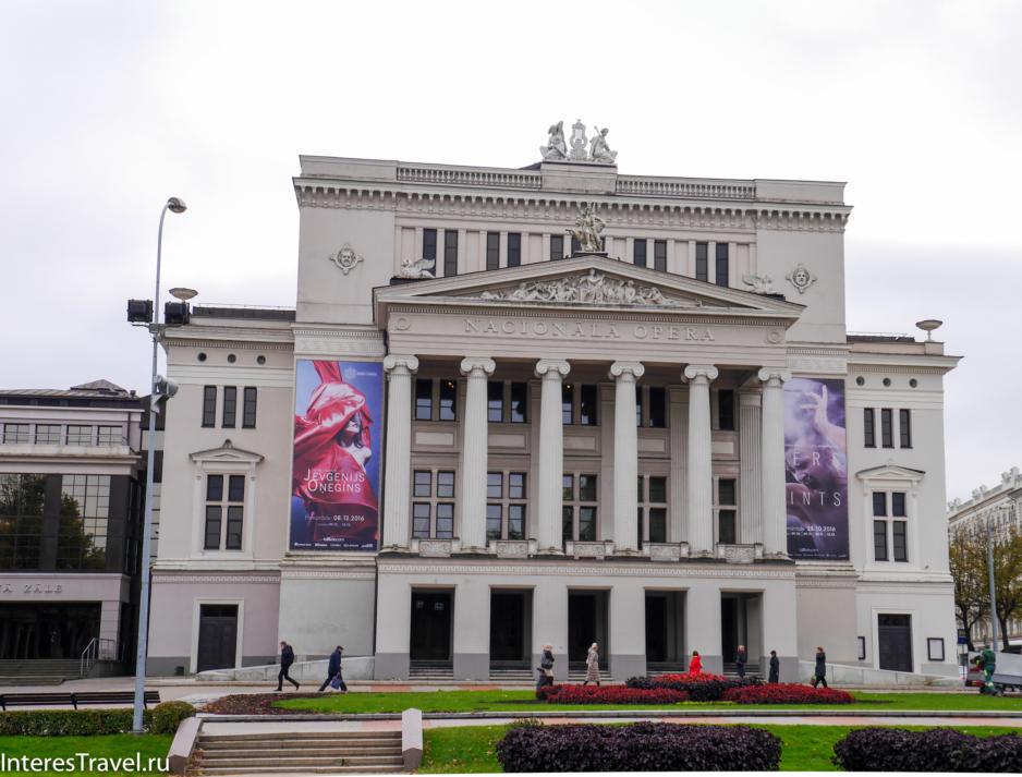 Здание Национального театра оперы и балета.