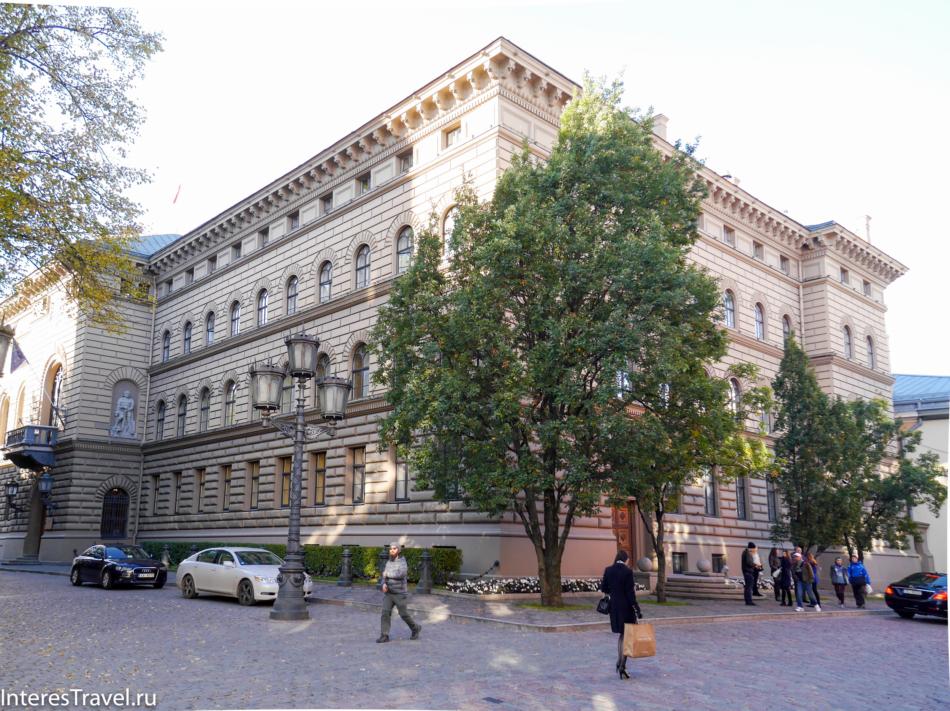 Здания на Домской площади