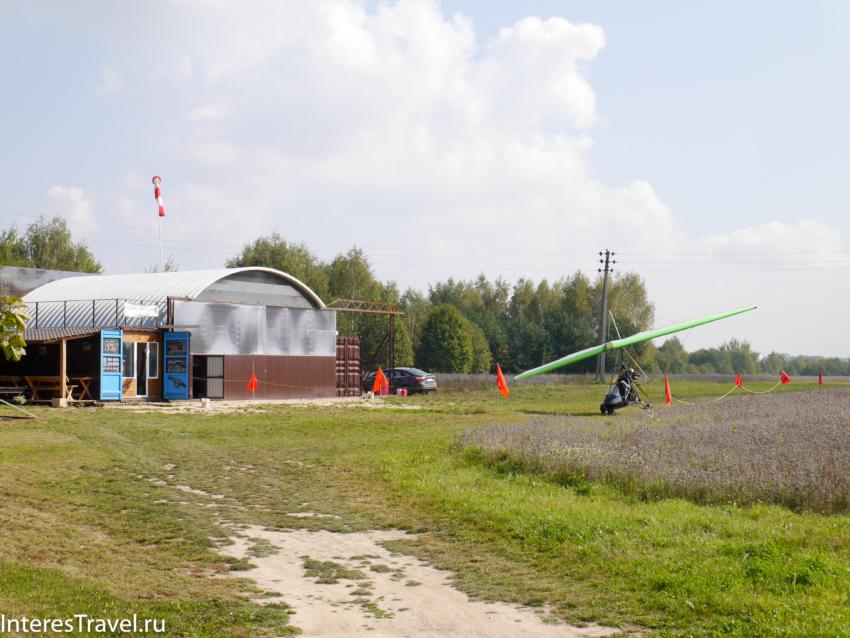 Белорусский музей народной архитектуры и быта. Параплан на территории