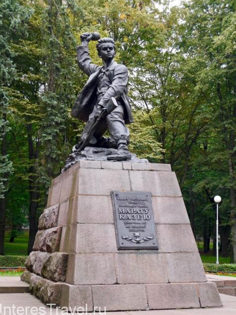 Памятники и скульптуры в парке им Я.Купалы
