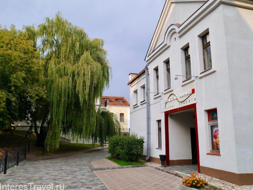 На территории Троицкого предместья очень приятно гулять