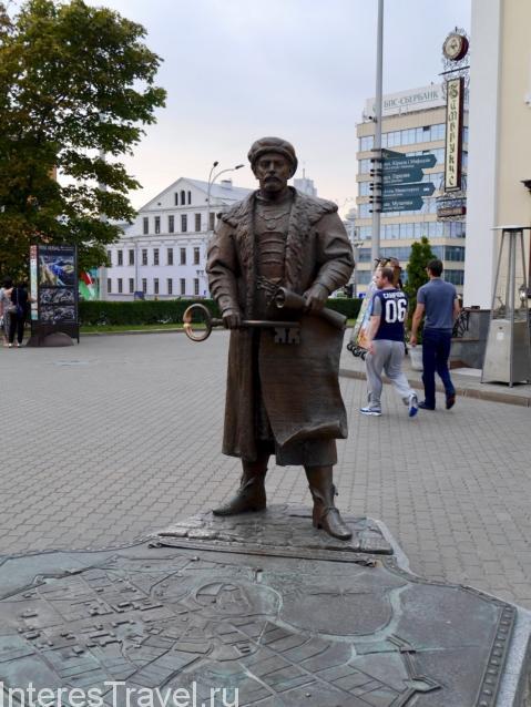"""Скульптурная композиция """"Ключи от Минска"""""""