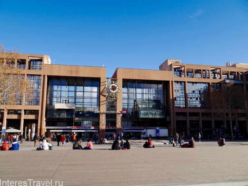 Здание железнодорожного вокзала в Лионе