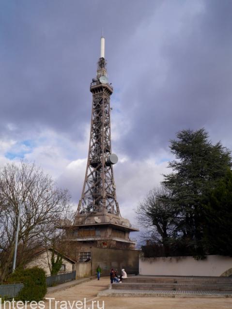 Маленькая миниатюра Эйфелевой башни