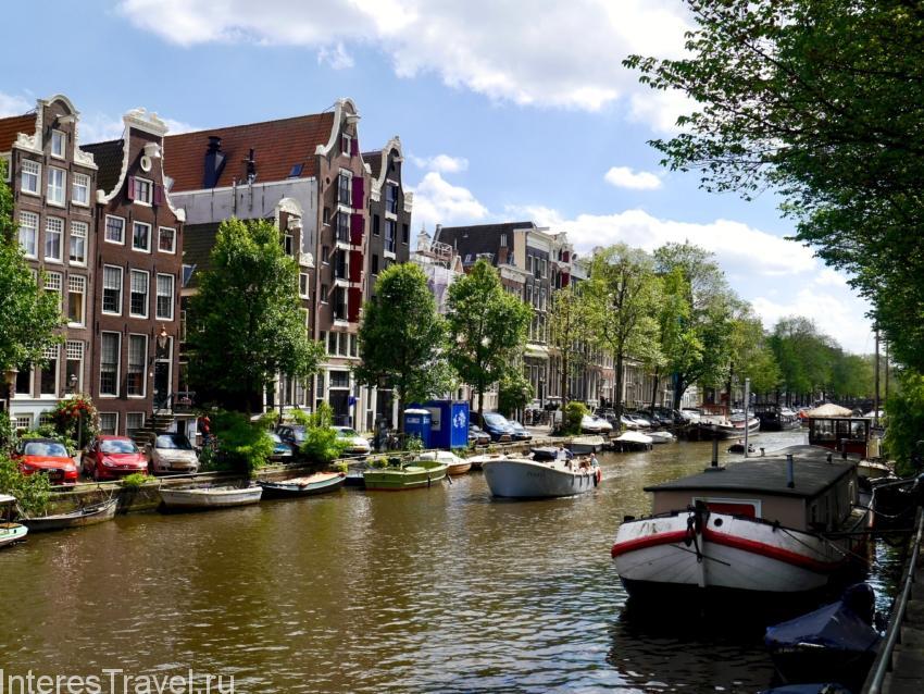 Каналы и лодки в Амстердаме