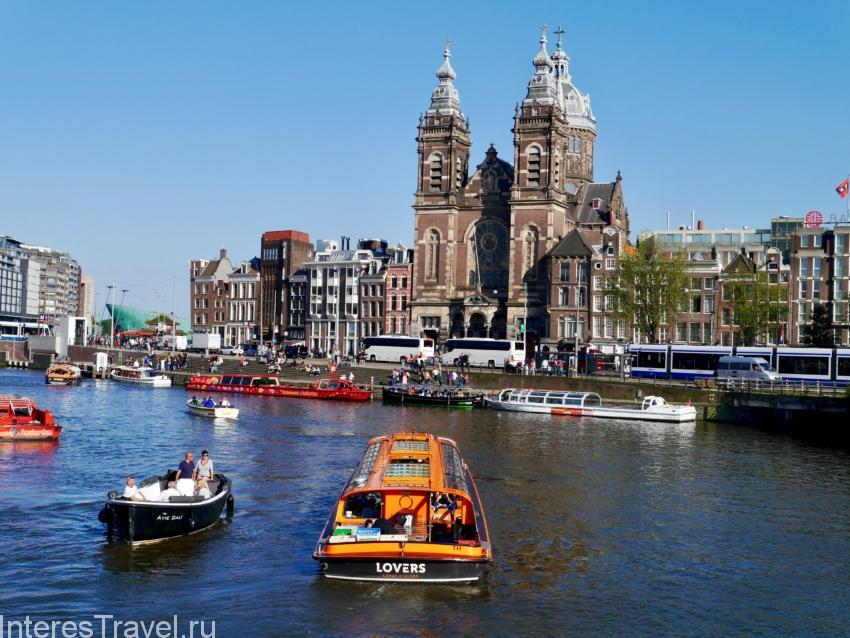 Водные экскурсии по каналам Амстердама на лодке.