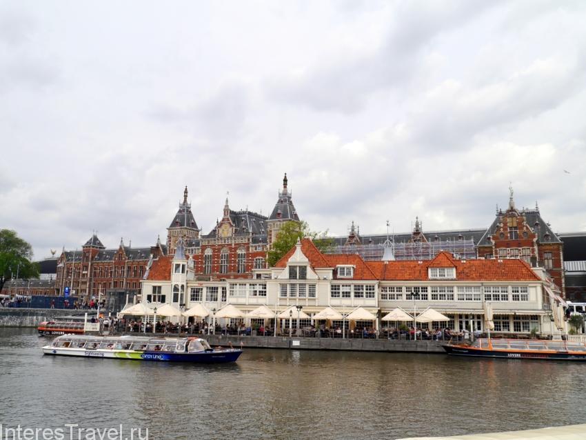 Район около центрального вокзала. Амстердам